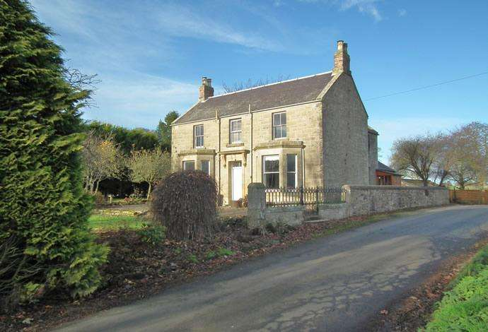 3 Bedrooms Detached House for sale in Eaglehall , Duns, TD11 3ND
