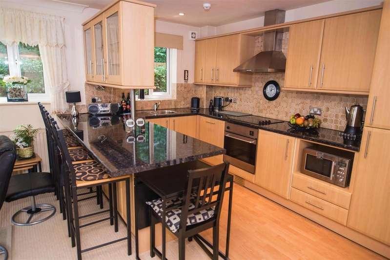 2 Bedrooms Flat for sale in Kings Mill Lane, Aspley, Huddersfield, HD1 3AW