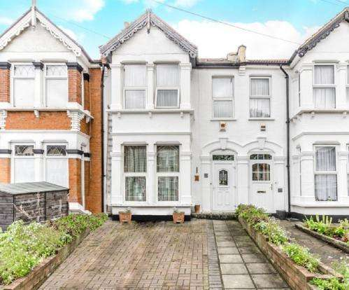 4 Bedrooms Terraced House for sale in seymour gardens, ilford IG1