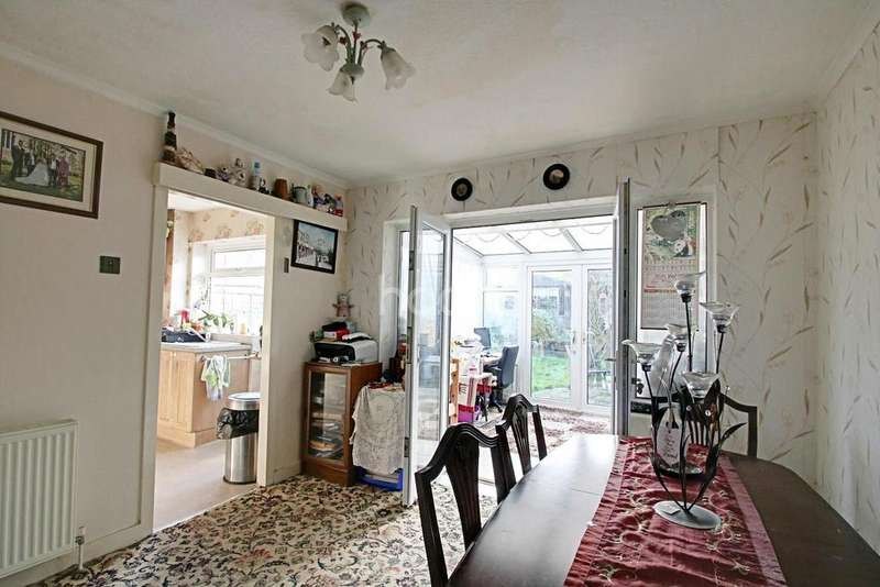 3 Bedrooms Semi Detached House for sale in Leigh View Drive, Leigh On Sea