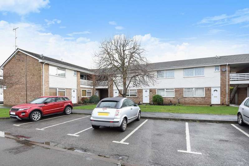 1 Bedroom Flat for sale in Knaphill