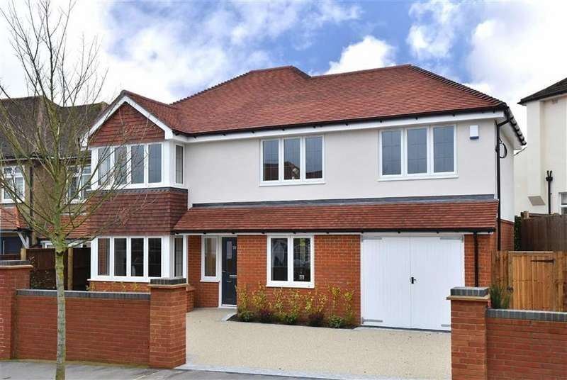 4 Bedrooms Detached House for sale in Bennetts Avenue, Shirley, Surrey