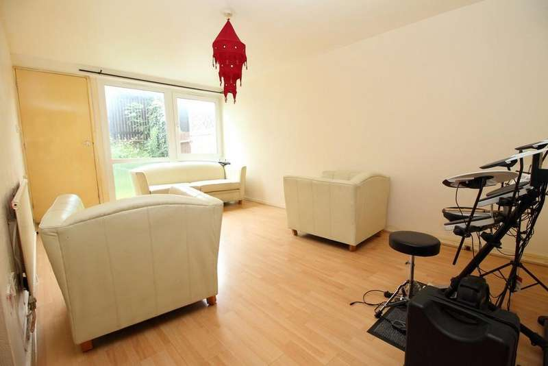 2 Bedrooms Maisonette Flat for sale in Levison Way, Archway N19 3XE