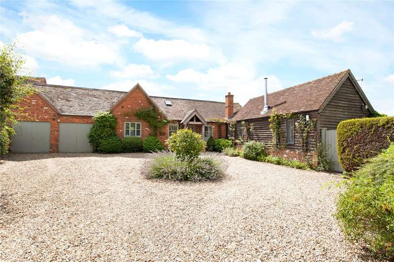 4 Bedrooms Semi Detached House for sale in Lower Farm Court, Hambridge Lane, Newbury, Berkshire, RG14