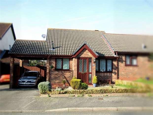 2 Bedrooms Semi Detached Bungalow for sale in Clos Y Gelli, Llanelli, Carmarthenshire