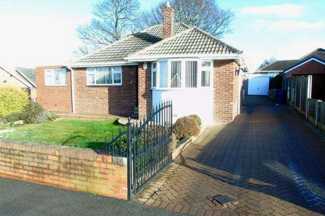 3 Bedrooms Bungalow for sale in 4 Downs Crescent, Pogmoor, Barnsley, S75 2JQ