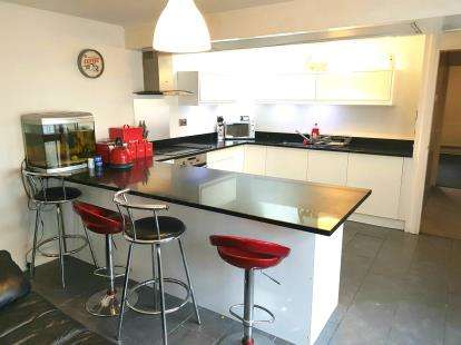 3 Bedrooms Bungalow for sale in Wickford Avenue, Basildon, Essex