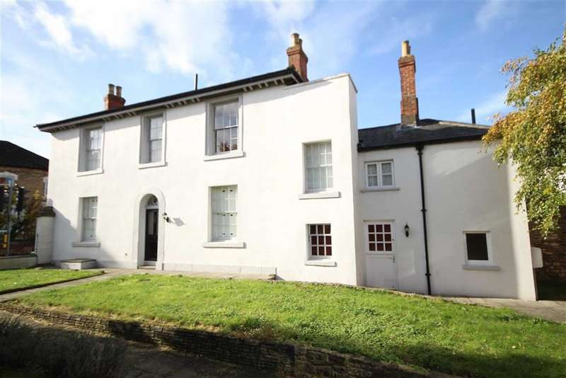 3 Bedrooms Detached House for sale in Bath Road, Old Town, Swindon