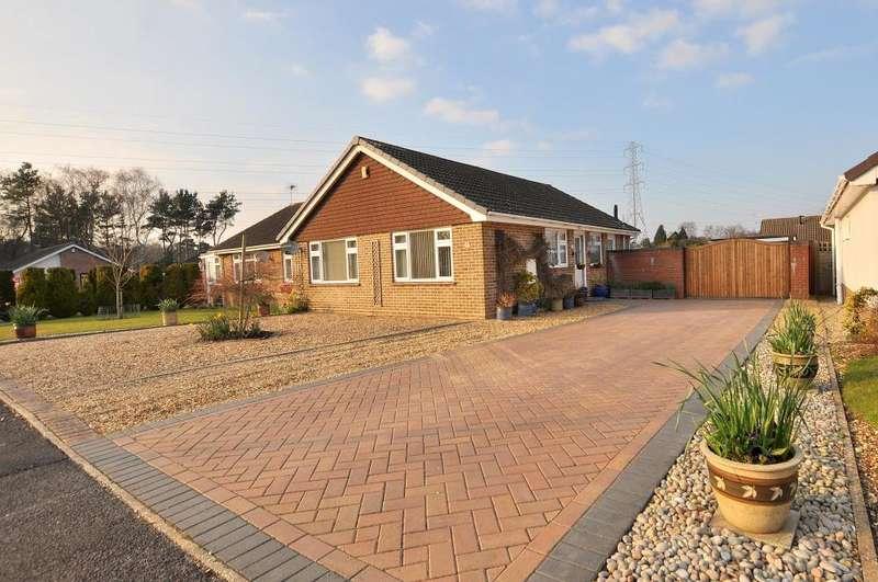 3 Bedrooms Bungalow for sale in Kingsway, Ferndown
