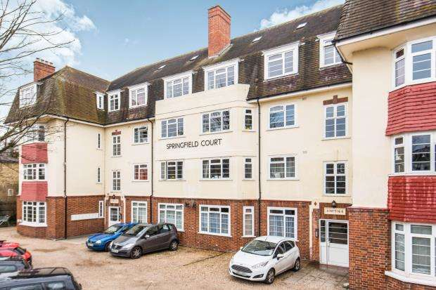 2 Bedrooms Flat for sale in Springfield Road, Kingston Upon Thames, Surrey