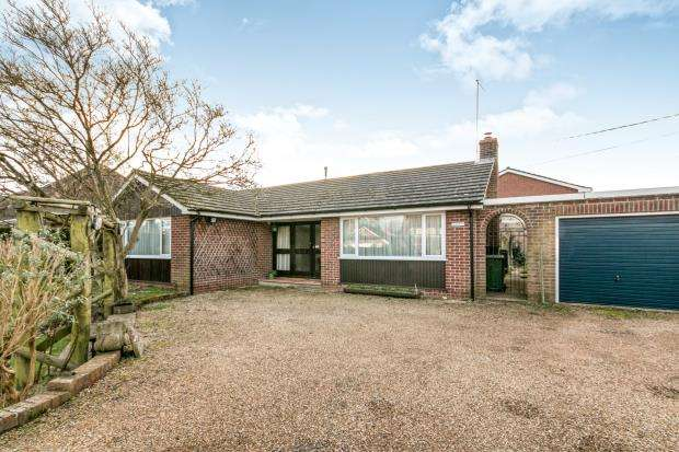 3 Bedrooms Bungalow for sale in Bramley, Tadley, Hampshire