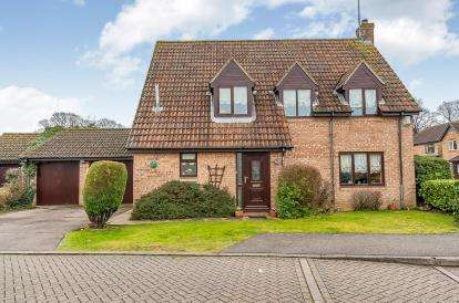 4 Bedrooms Detached House for sale in Derby Drive, Peterborough, Cambridgshire