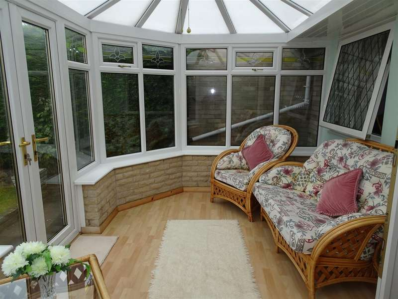 2 Bedrooms Semi Detached Bungalow for sale in 7 Linnet Mount, Thorpe Hesley, Rotherham, S61 2TR