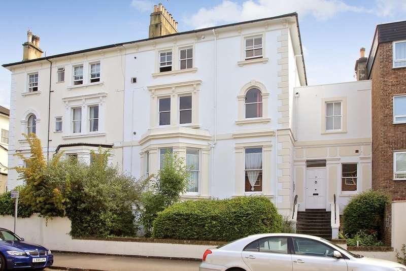 1 Bedroom Flat for sale in Uxbridge Road, Kingston Upon Thames