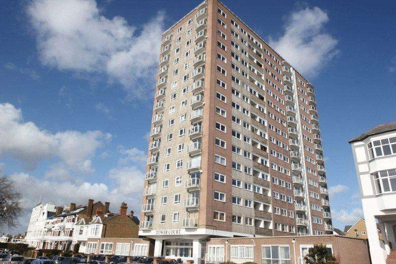 2 Bedrooms Flat for sale in Tower Court, Westcliff-On-Sea