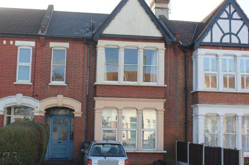 3 Bedrooms Flat for sale in Finchley Road, Westcliff-On-Sea