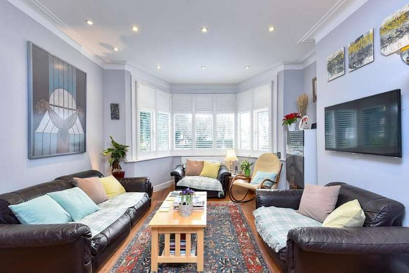 4 Bedrooms Terraced House for sale in Mayfield Avenue, North Finchley