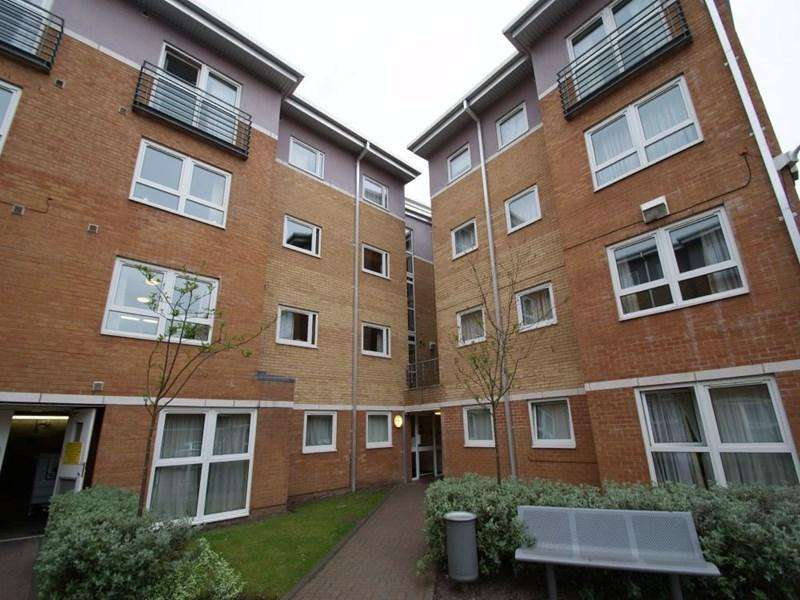 2 Bedrooms Apartment Flat for rent in The Sidings