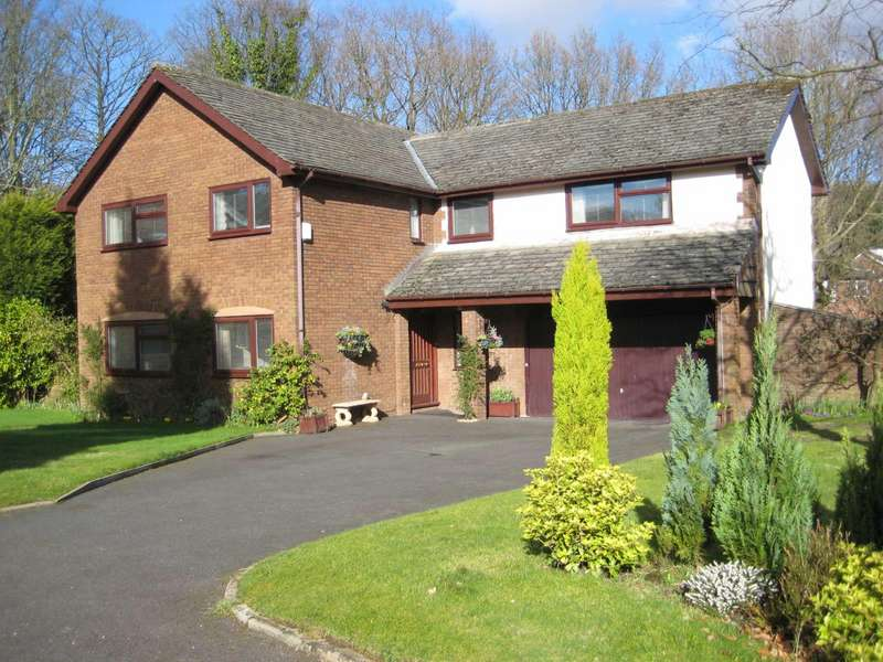 5 Bedrooms Detached House for sale in Glenbrook Hill, Glossop, Derbyshire, SK13