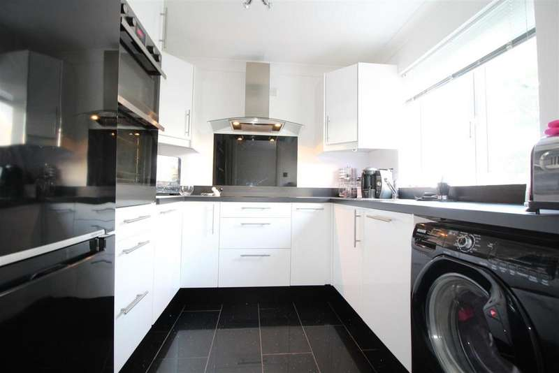 2 Bedrooms Flat for sale in Oakfield Road, Newport