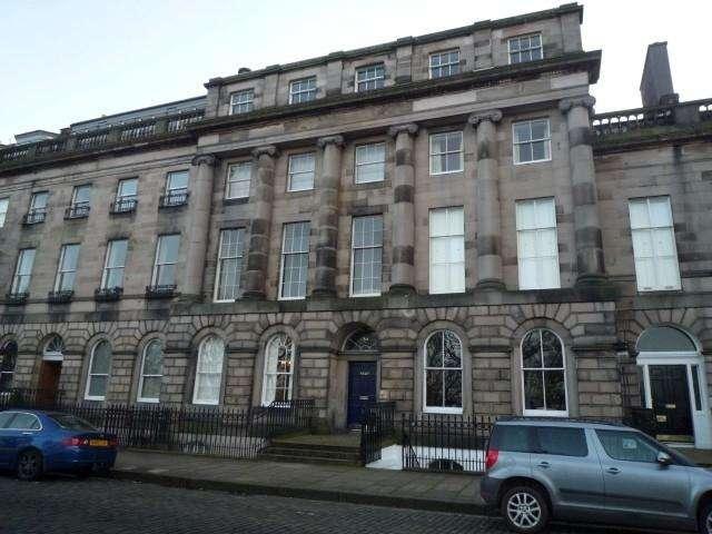 2 Bedrooms Flat for rent in Royal Terrace, New Town, Edinburgh, EH7 5AH