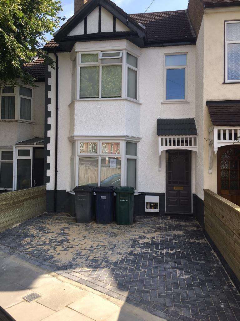 5 Bedrooms Terraced House for rent in Babington Road, Hendon, London NW4