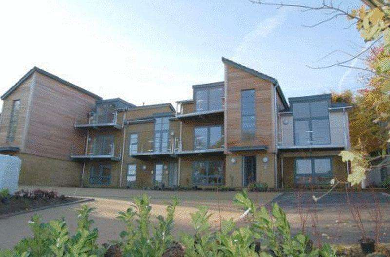 2 Bedrooms Maisonette Flat for rent in Kingsmead Road, High Wycombe