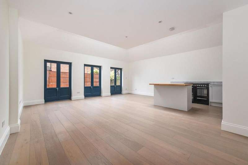 2 Bedrooms Flat for sale in Worple Road, West Wimbledon