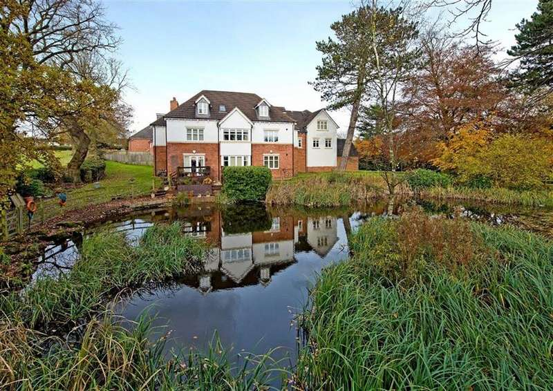 3 Bedrooms Apartment Flat for sale in 3 Albrighton House, The Water Gardens, Lower Penn, Wolverhampton, South Staffordshire, WV4