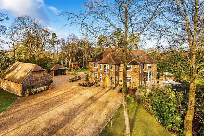 8 Bedrooms Detached House for sale in Lower Bourne, Farnham