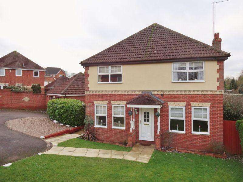 4 Bedrooms Detached House for sale in Hempland Close, Great Oakley