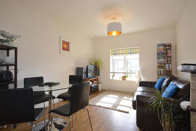 1 Bedroom Flat for sale in Furlong Avenue, Mitcham, CR4