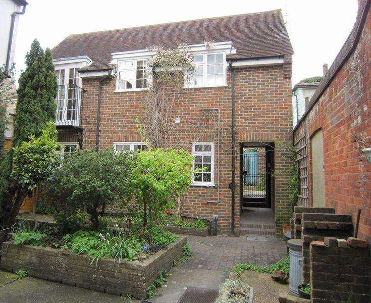 2 Bedrooms Detached House for rent in Castle Ditch Lane, LEWES