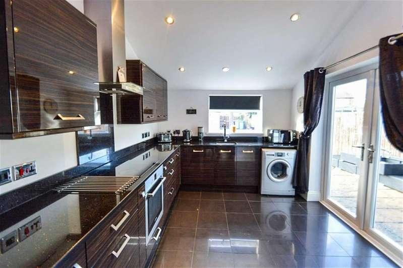 3 Bedrooms Semi Detached House for sale in Hamlyn Avenue, Hull