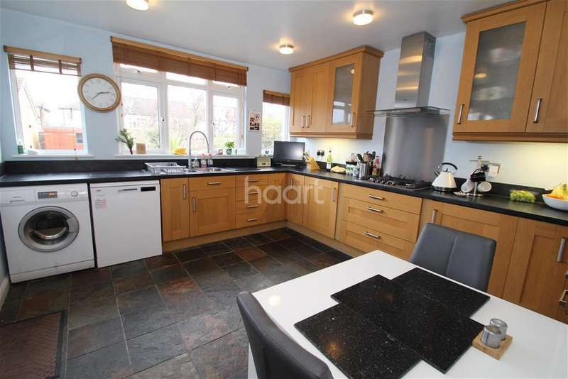 2 Bedrooms Flat for rent in Cowslip Road, South Woodford, E18