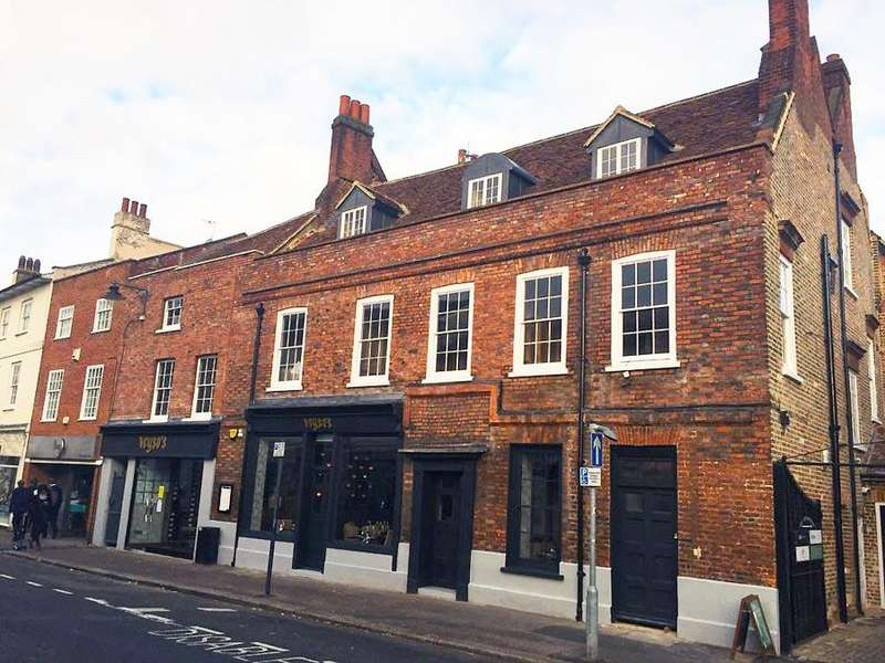 2 Bedrooms Flat for rent in Fore Street, Hertford SG14
