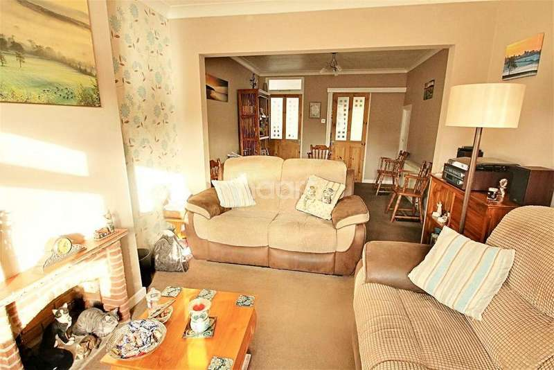 3 Bedrooms Semi Detached House for sale in Old Heath Road, Colchester, CO1
