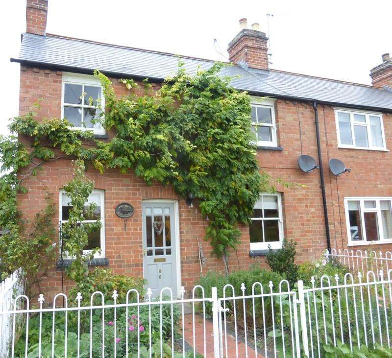 3 Bedrooms End Of Terrace House for sale in Main Street, Sedgeberrow, Evesham