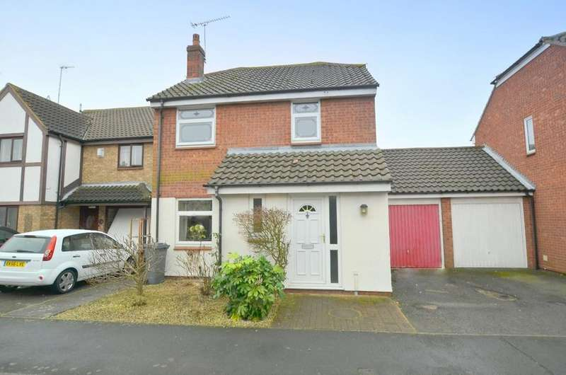 3 Bedrooms Detached House for sale in Valley Walk, Felixstowe IP11 7TD