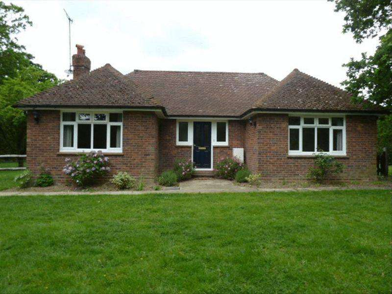 3 Bedrooms Bungalow for rent in TONG ROAD, BRENCHLEY