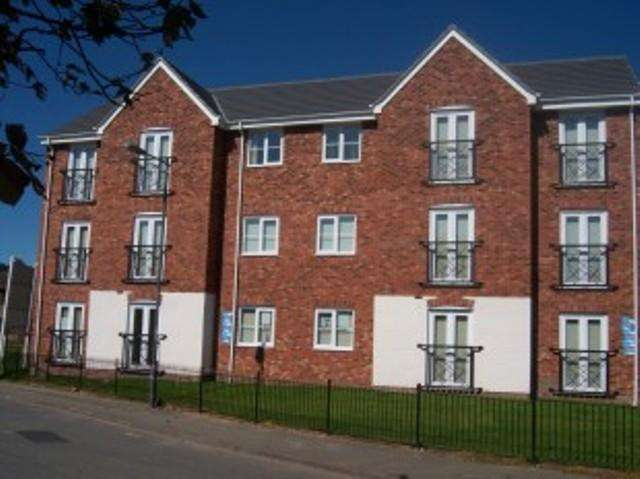 2 Bedrooms Flat for rent in Barley Mere Close, Newton-le-willows, Merseyside, WA12 8QW