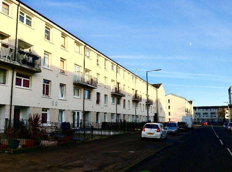 2 Bedrooms Flat for rent in Wyndford Road, Maryhill, Glasgow