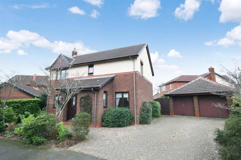 4 Bedrooms Detached House for sale in Hill Crescent, Newton, Preston