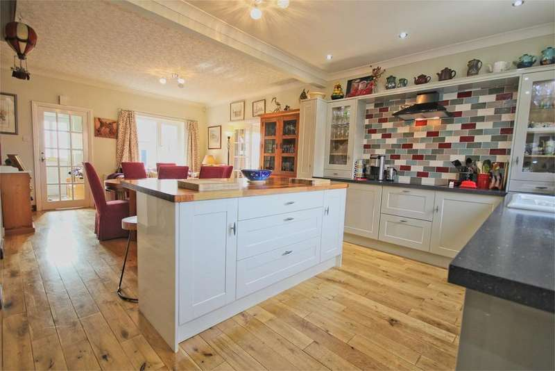 3 Bedrooms Detached House for sale in Cowgate, Welton, Brough, HU15