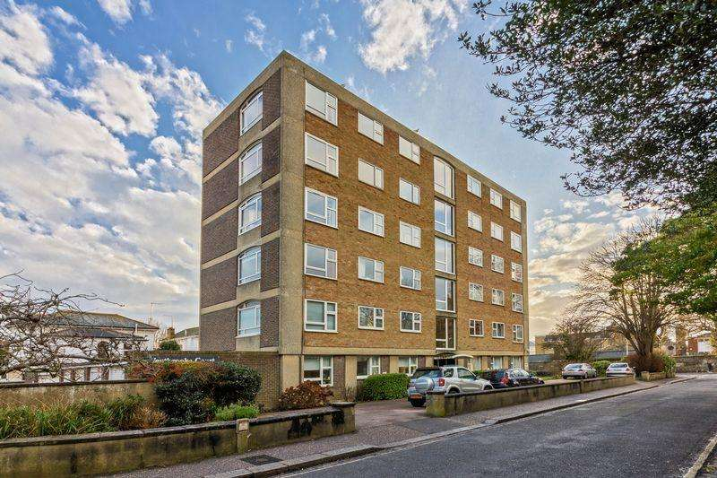 2 Bedrooms Flat for sale in Crescent Road, Worthing