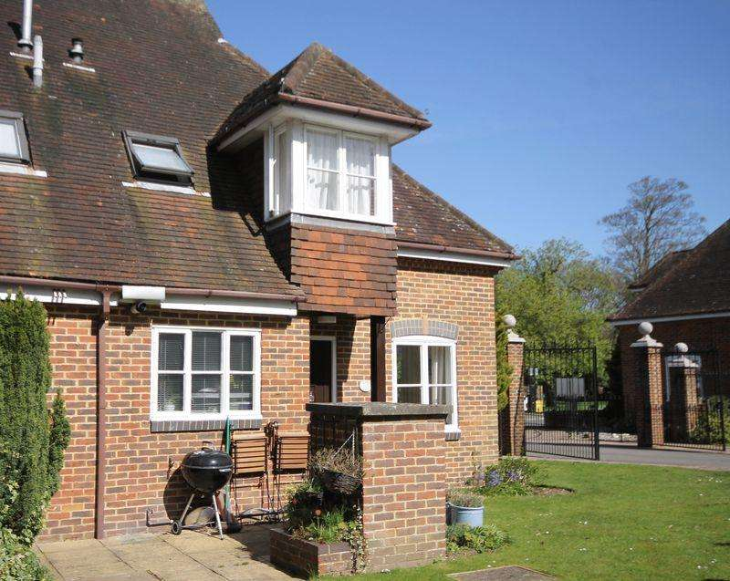 1 Bedroom Mews House for rent in Bookham Grove, Bookham