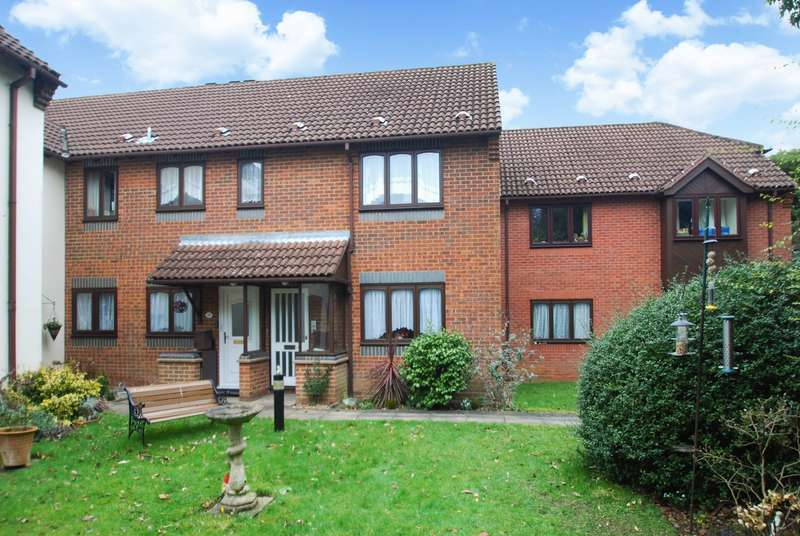 2 Bedrooms Flat for sale in Stuart Court, Amersham, HP6