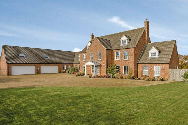 7 Bedrooms Detached House for sale in The Oaks, Wicklewood, Wymondham