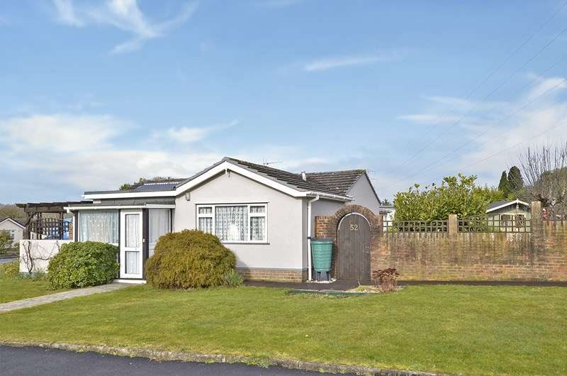 2 Bedrooms Detached Bungalow for sale in Forest View Drive, Stapehill, Wimborne