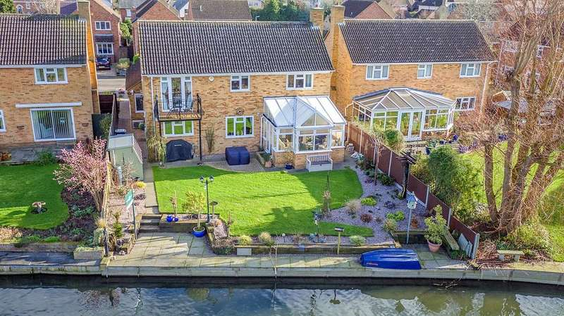 4 Bedrooms Detached House for sale in Ivel Close, Langford, SG18